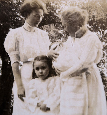 1909 CatherineMonicaPeterKatieVonIffland