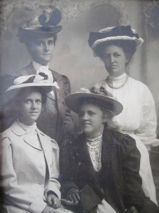 1910 CarrieDorshNancyBilly.jpg