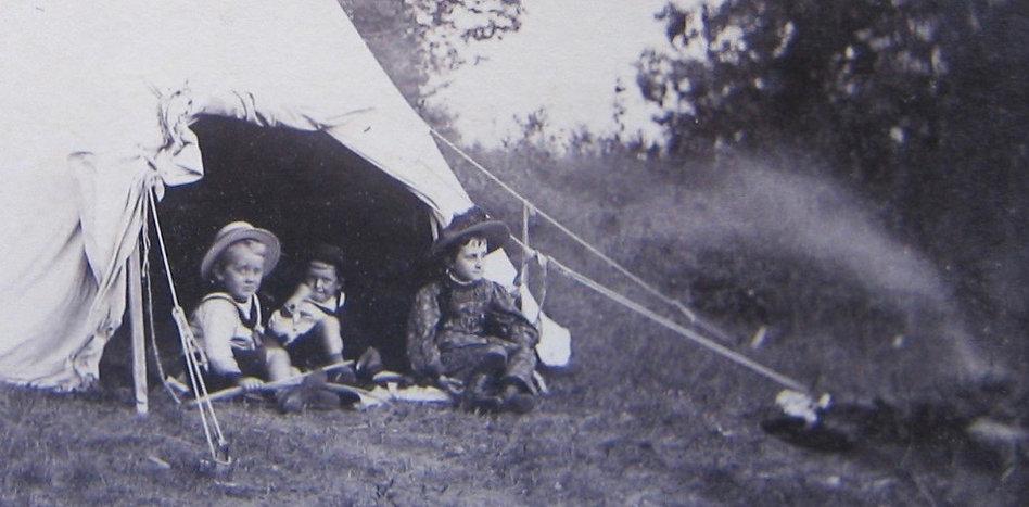 1891 JohnFrankCarrieTent.jpg