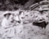 1904 MaryBobSidGertNancyBeach.jpg