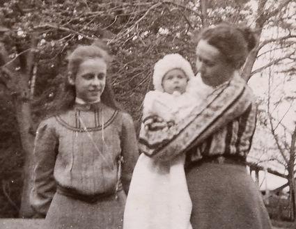 1904 DoroMonicaKatie.jpg