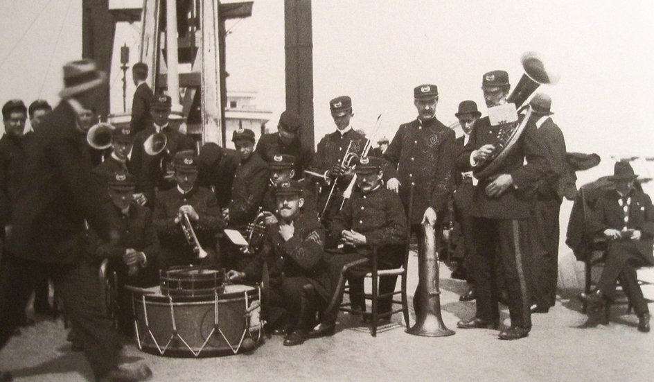 add1916 Musicians onThor.jpg