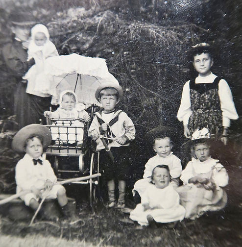 1890 FrankJohnLilyNancyCarrie (1).jpg
