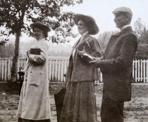 1905_ NancyHarrietRosBobCampbell.jpg