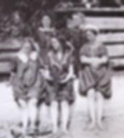 1905 MaryMinBillyNancyDoro.jpg