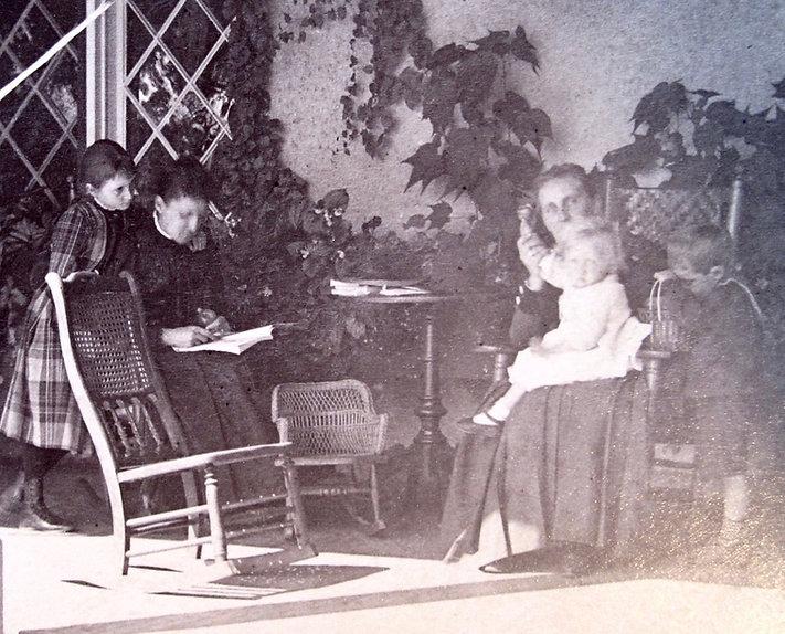 1891 CarrieCarrieMinnieNancyFranl.jpg