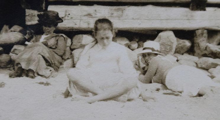 1912 KatiePeterDorothy.jpg
