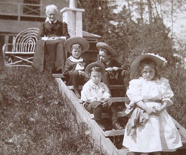1894 GrannyFrankJimmyCharlieMary.jpg