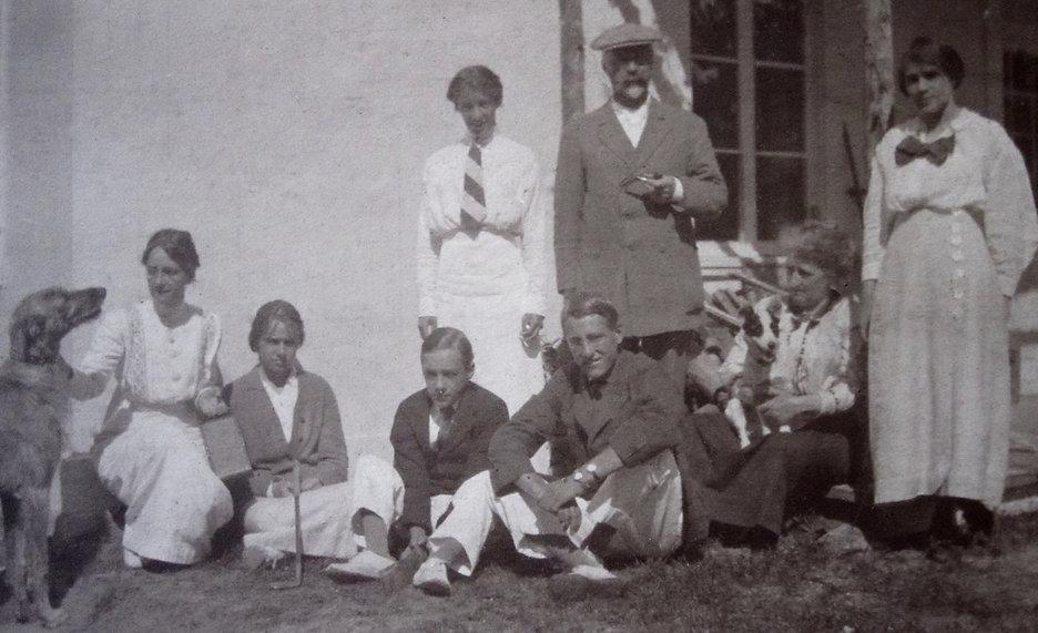 1914  _MarySidEvelynBobLennNanGert.jpg
