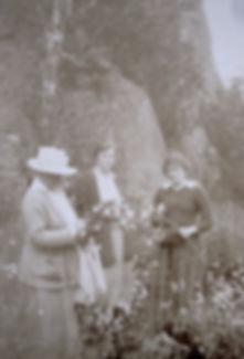 1917 NanLilyGertrude.jpg