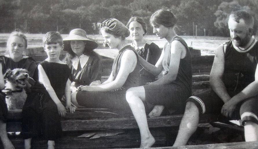 1905 Billy___CarrieGertJohn.jpg