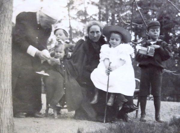 1894 GranCharlieDoroNanMaryJim.jpg