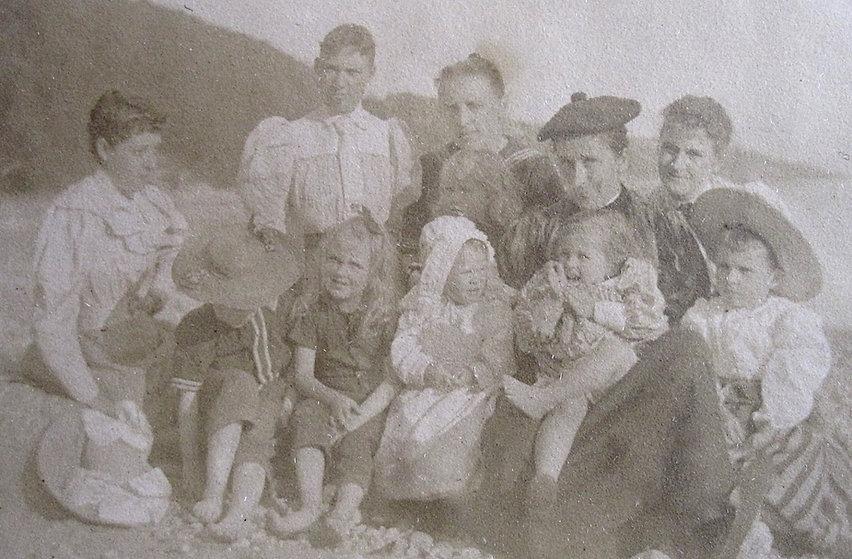 1892 5Women6KidsonBeach.jpg