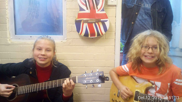 Antony and Inga playing together during their guitar lesson.