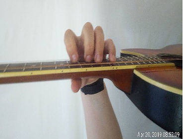 Claw position on the guitar. This is how your fingers should look when you play the guitar.