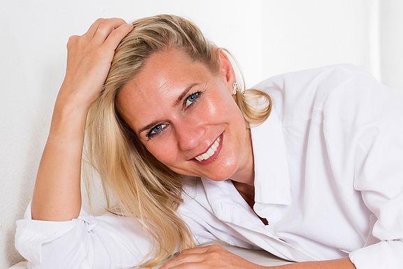 glowing smiling woman, dermal fillers benefit, dermal filler advantages, why use dermal fillers, hyaluronic acid injections, anti-wrinkle skin treatment, skin plumping