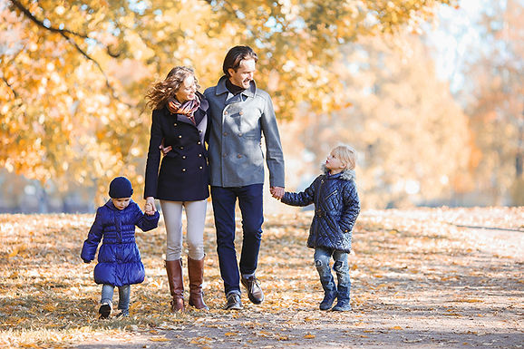 family walk, avoid holiday weight gain, avoid christmas weight gain, stop holiday overeating
