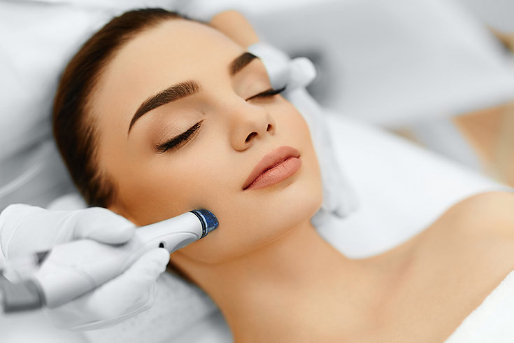 woman getting microdermabrasion, Ways to get perfect skin, get your skin summer perfect, beach skin, summer skin, get perfect skin, get beautiful skin, get healthy skin