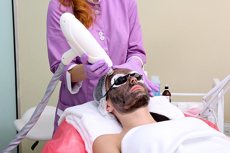 woman getting hollywood laser peel, hollywood laser peel, spectra laser peel, what is a hollywood laser peel, advantages of hollywood laser peel