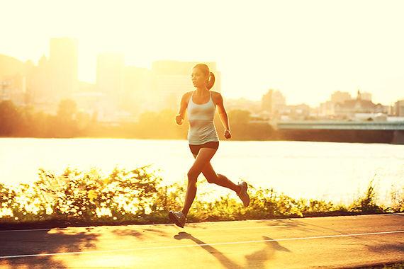 woman running, weight loss hacks, weight loss tips, how to lose weight, ways to lose weight, tips to get slim, hacks to get skinnier