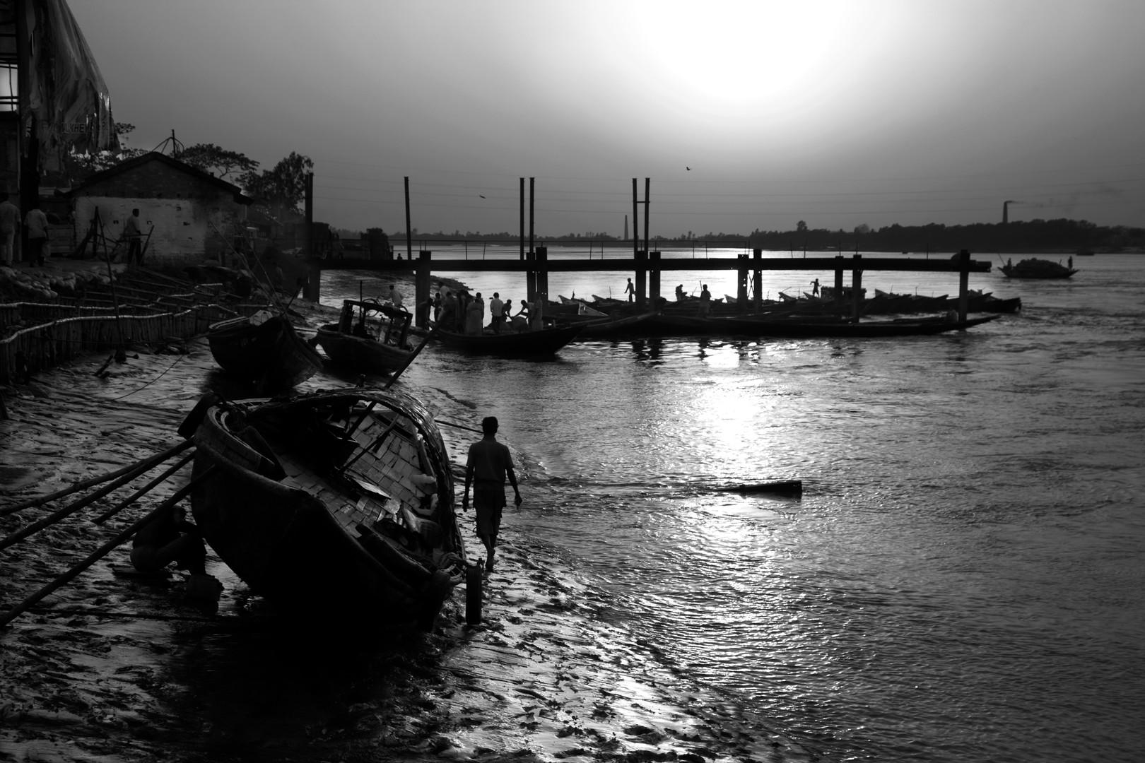 Setting Sunset, Hasnabad