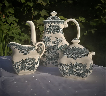 "Ensemble ""wedgwood"" bleu"