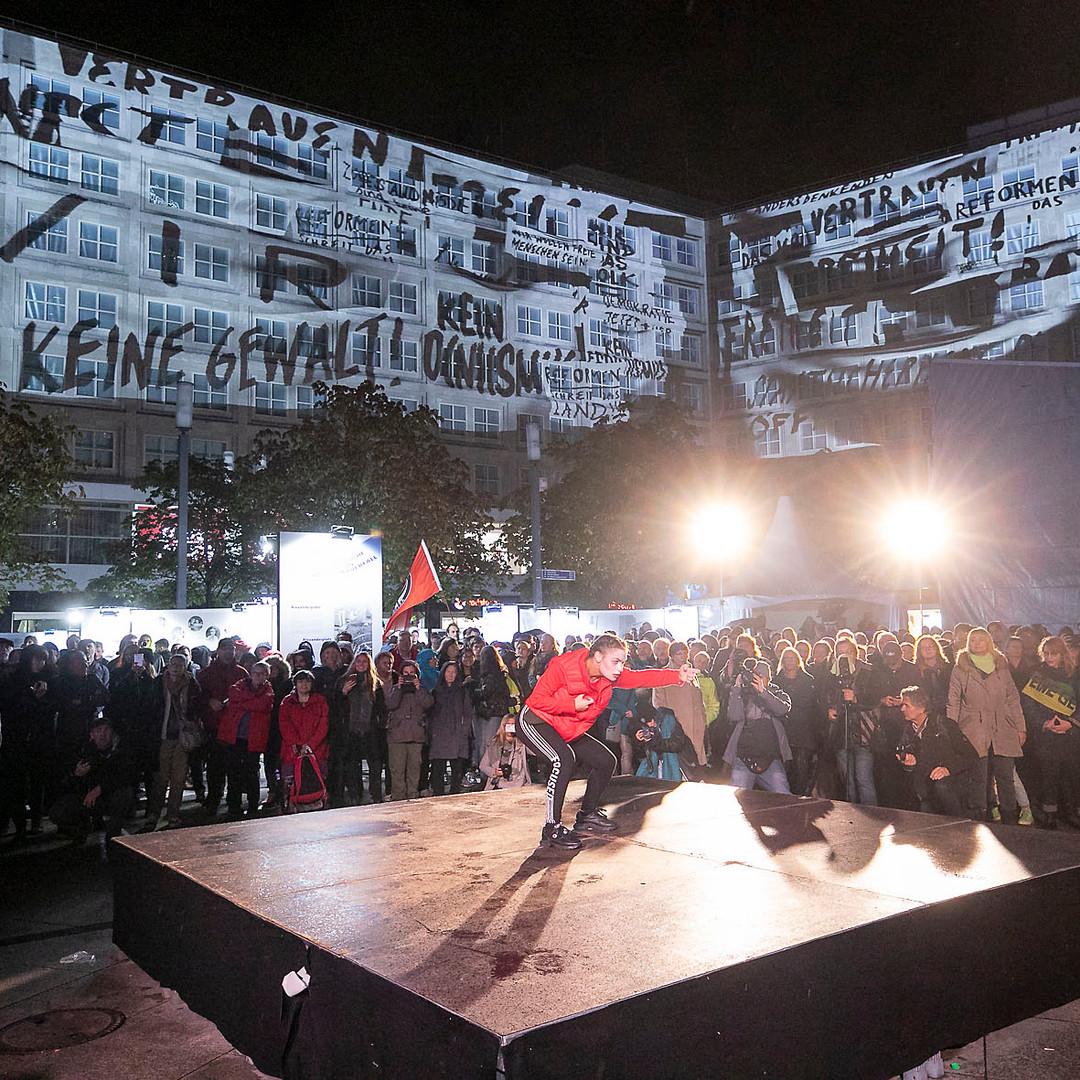 0411revolution164roh.jpg