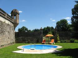 Côté piscine, Château de Flée
