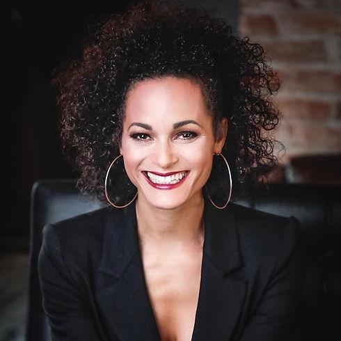 Ariane Roth singt online im Chor als  Profi-Sängerin, Stimmtrainerin und Systemischer Business-Coach