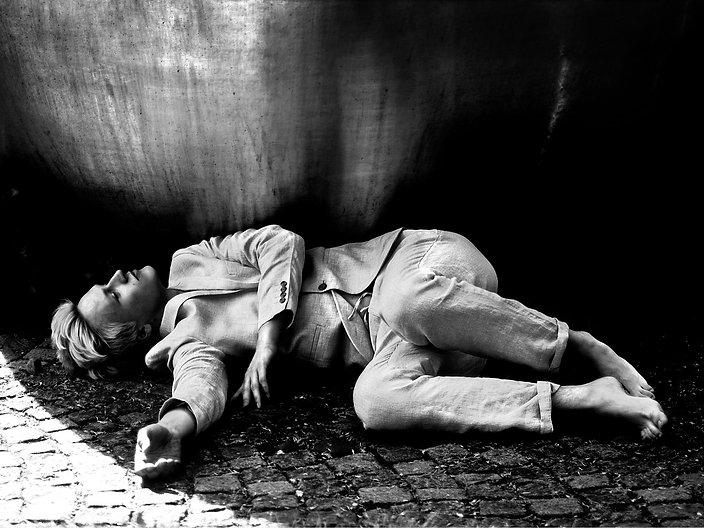 Johanna Weber Photography Munich Alien Portrait Black and White Male Model Suit Minimalism Metaphory Upside Down