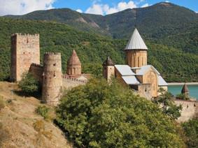Ананури Крепость Грузия.jpg