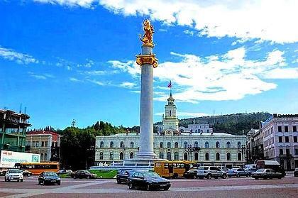 Площадь Свободы с колонной Георгия Побед