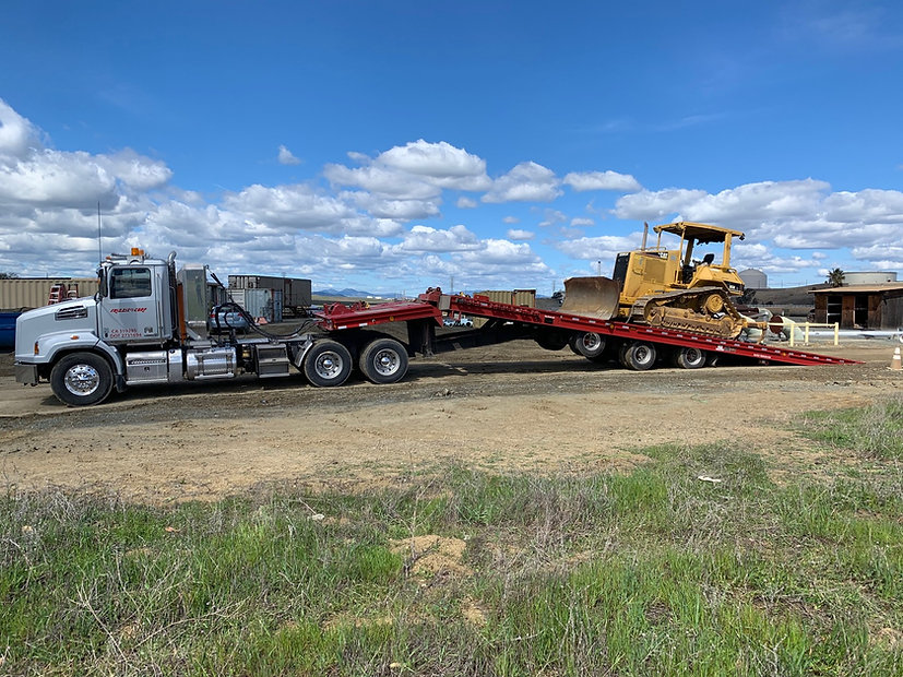 Heavy equipment trailer with chain drive winch can move loaded containers 20 40 53 foot high cubes heavy haul