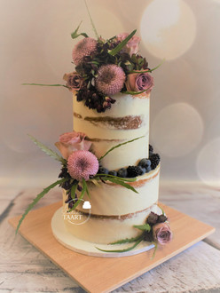 Bruidstaart semi naked cake met verse bloemen