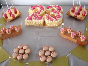 Roze tafel met een toutch of gold