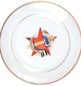 Тарелка с советскими эмблемами