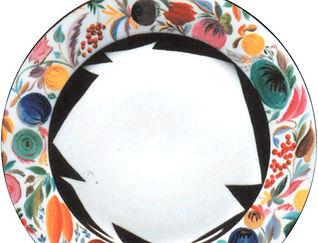 Тарелка с цветочно-фруктовым орнаментом