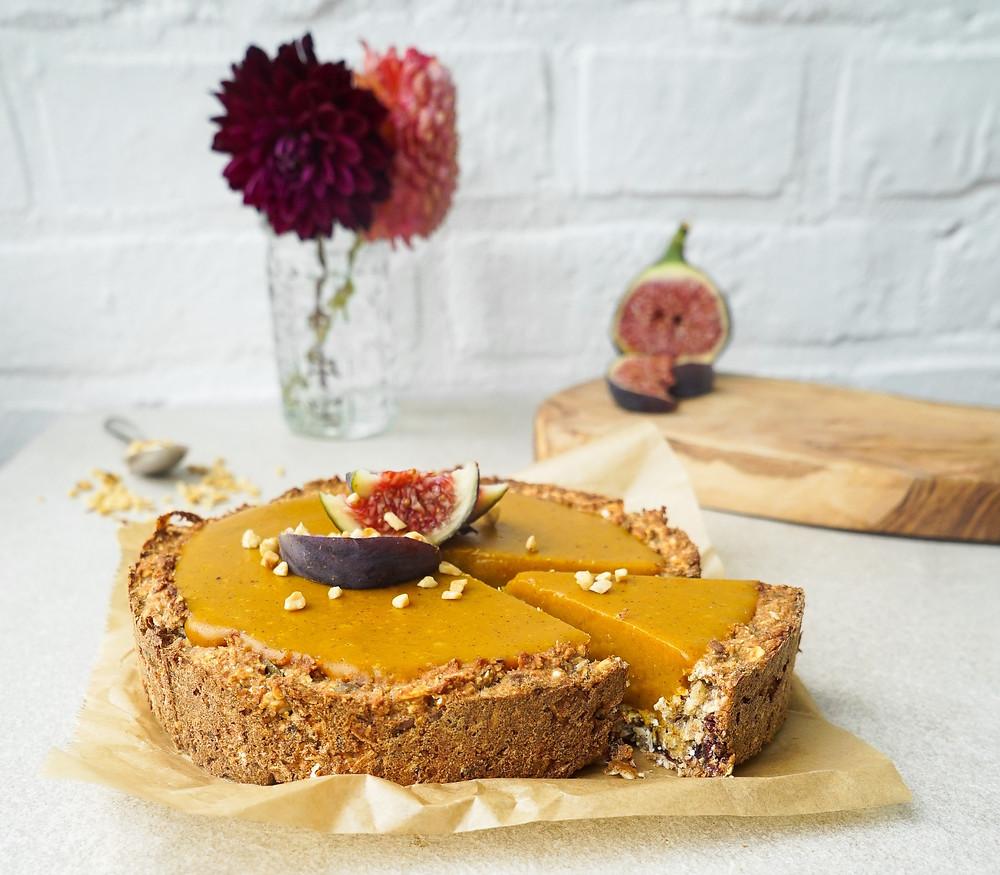 glutenfreier und veganer Pumpkin Pie mit Müsliboden