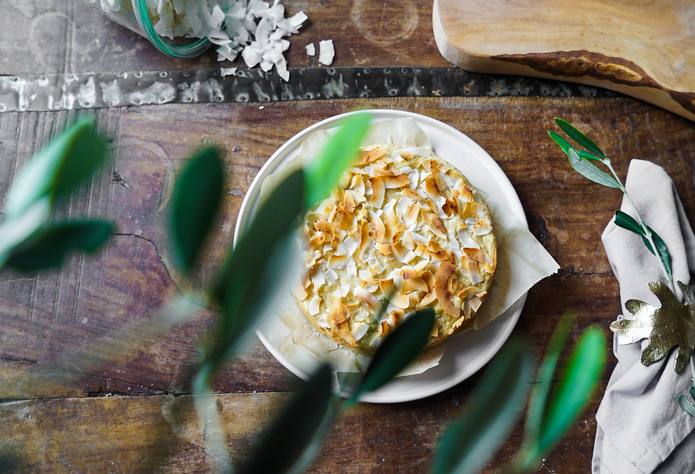 selbstgemachter, super saftiger und lockerer Kokosnuss-Kuchen - vegan, glutenfrei und ohne Zucker