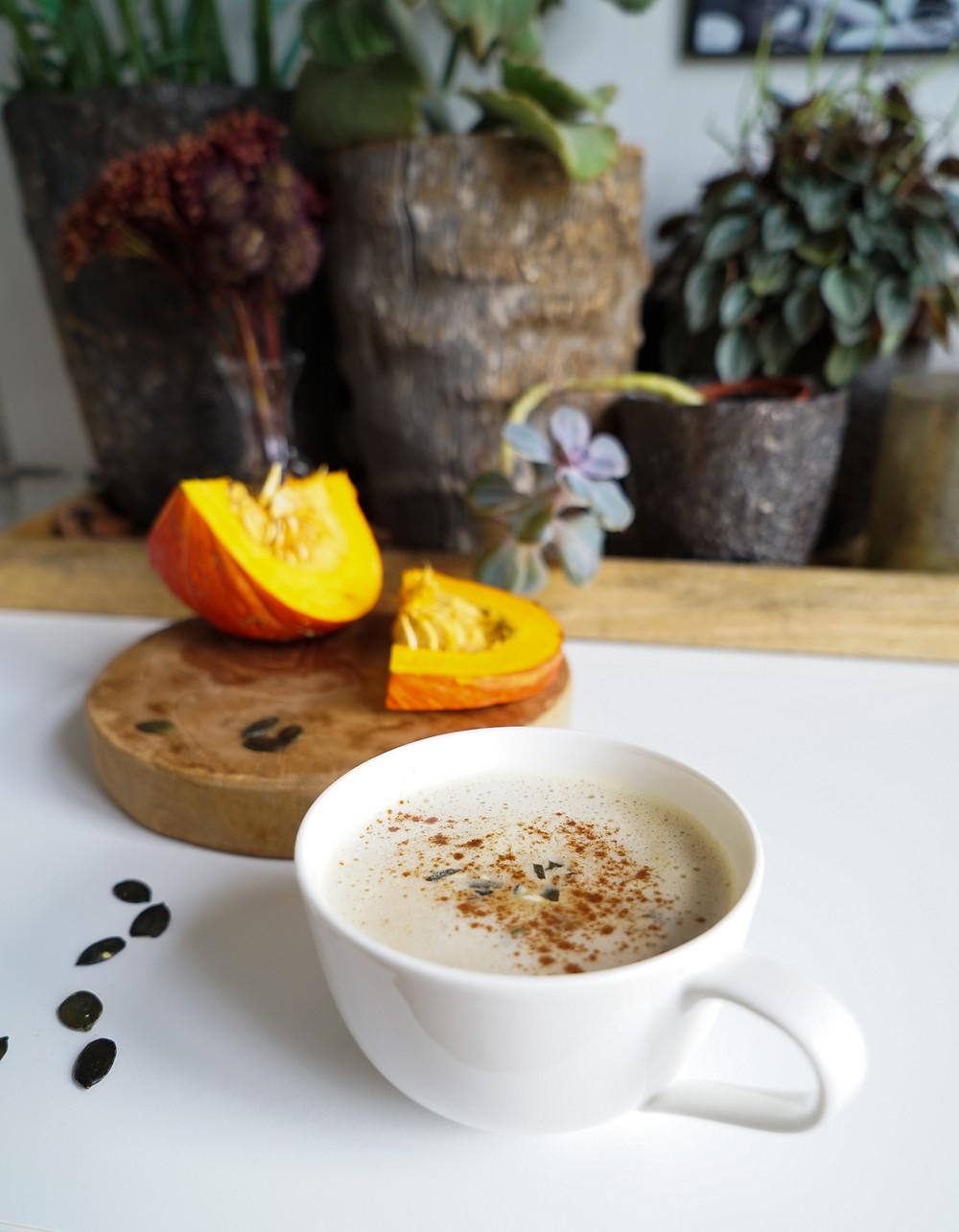 selbstgemachter würzig-wärmender Pumpkin Spice Latte