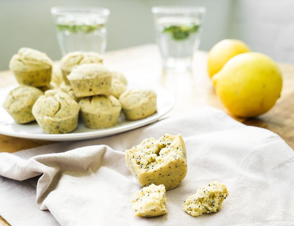 selbstgemachte gesunde Zitronen-Mohn-Muffins - glutenfrei, vegan und ohne Zucker