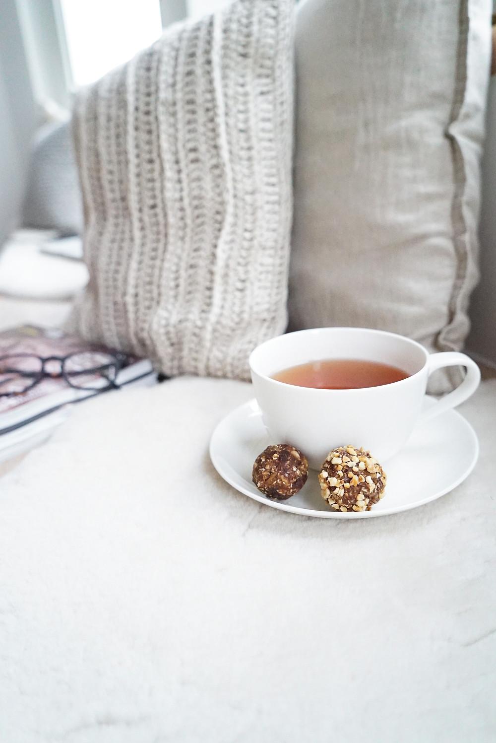 Leckere Lebkuchen Bliss Balls als gesunder, zuckerfreier, veganer und glutenfreier Snack zu Weihnachten