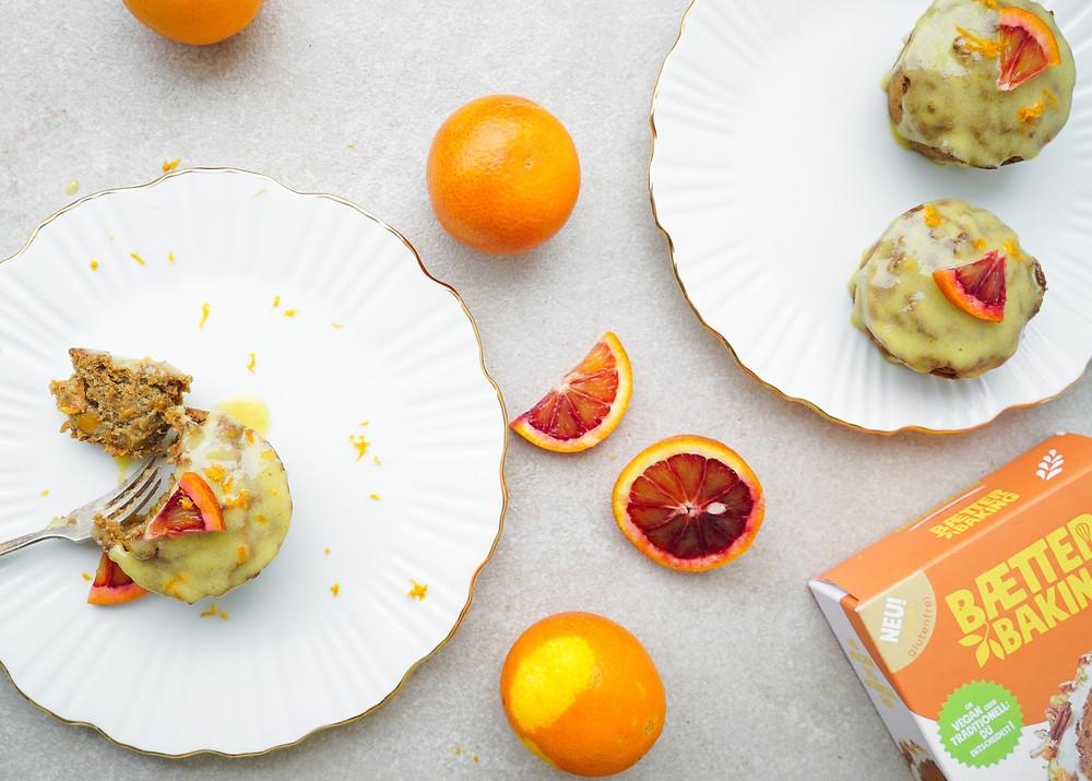 glutenfreie und vegane Karottenmuffins mit einer Orangen-Cashew-Glasur
