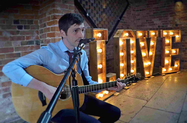 Wedding musician in Nottingham, providing everything you need to add the perfect soundtrack to your Nottinhamshire wedding