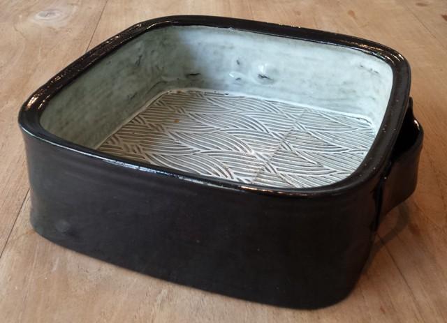 Vierkante ovenschaal met zwarte buit