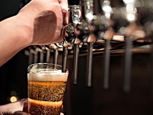Nieuwe taverne in Piringen schenkt 100 verschillende bieren