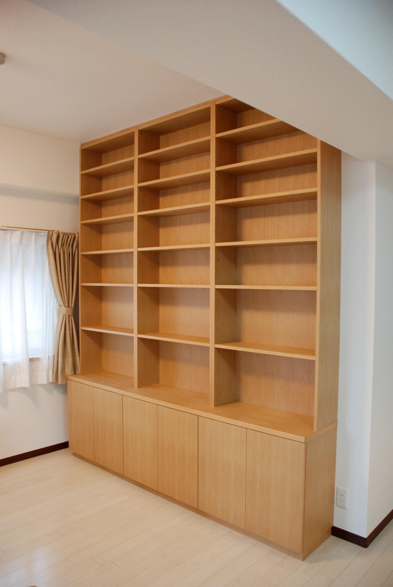 空間にぴったりと収まる別注壁面書籍