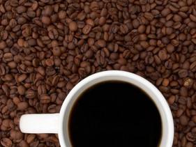 Werkt koffie verzurend in het lichaam?