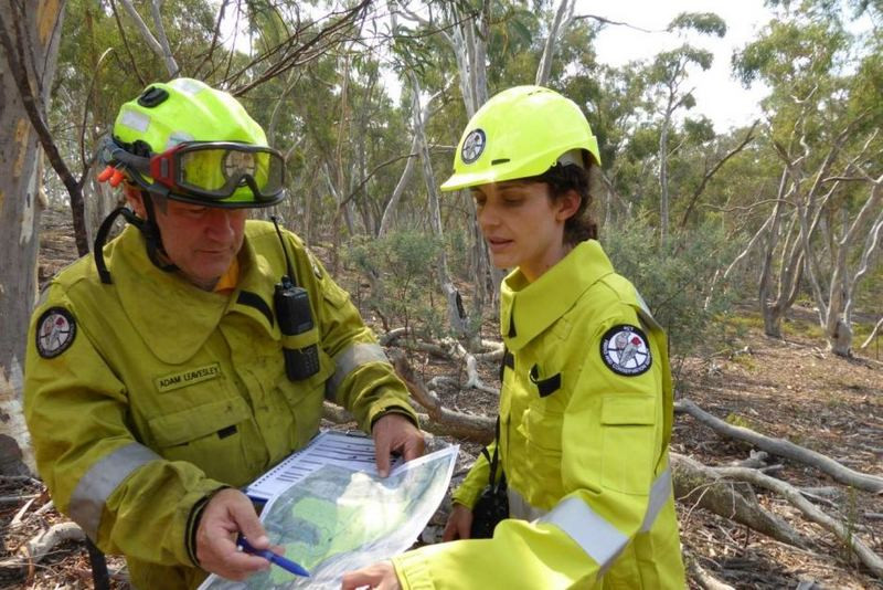 Adam Leavesley of ACT Parks & Conservation and Dr Marta Yebra plan a hazard reduction burn near Googong Dam in the ACT (photo courtesy of Geoff Cary, ANU)