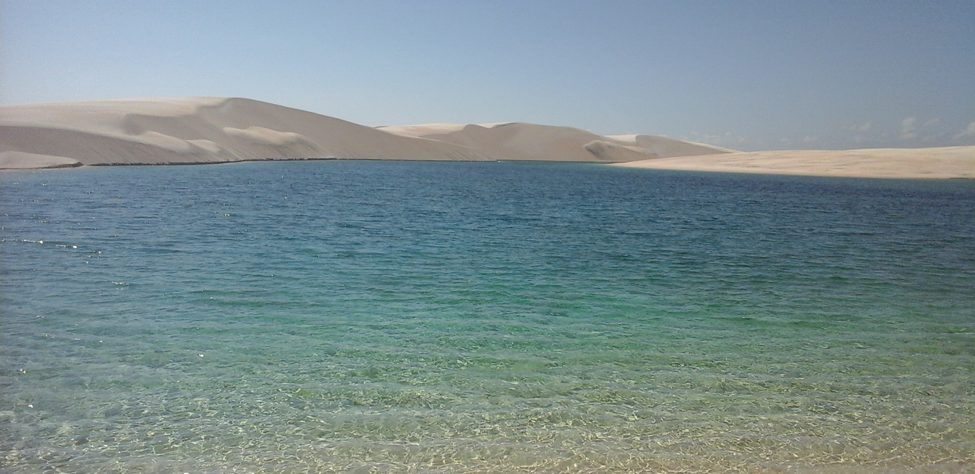 Lagoa na Zona Primita dos Lençóis Maranhenses